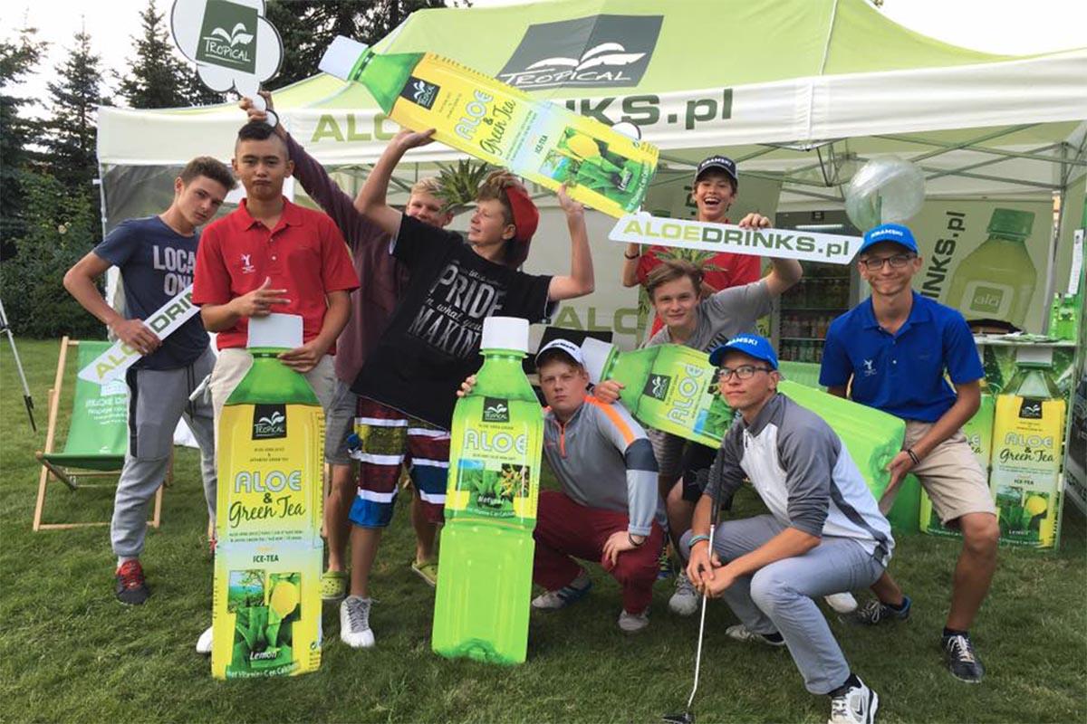 Drużyna juniorów klubu golfowego na koncercie Aloe Drinks!